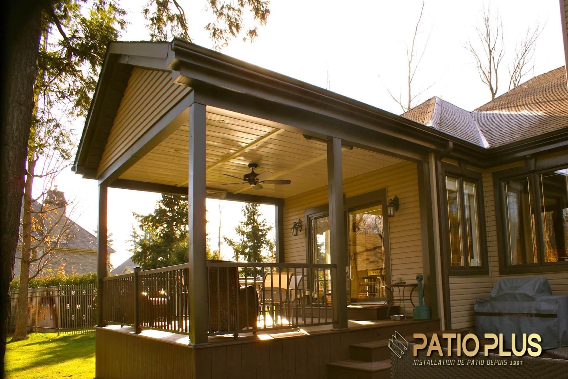 patio plus patio avec toit permanent terrasse sur toit. Black Bedroom Furniture Sets. Home Design Ideas